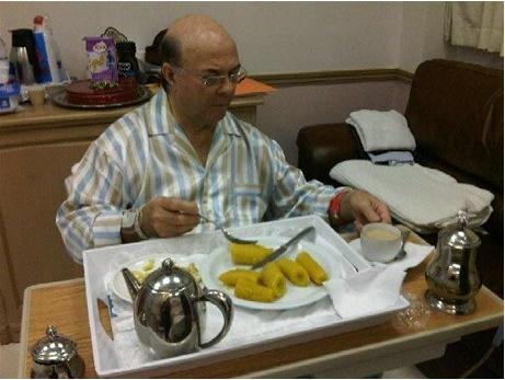 Hipolito Mejia Desayunando
